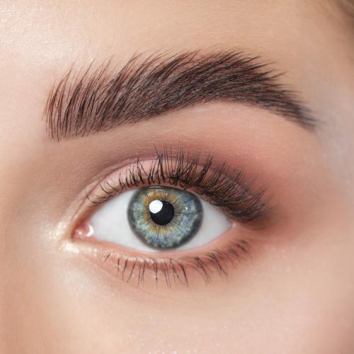 Lift up your Brows ♥! Dauerhaft natürliche und voluminösere Augenbrauen durch ein professionelles Browlifting in Köln mit FluffyBrows-Effekt.