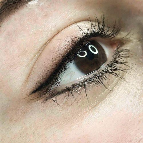 Entdecken Sie unsere professionellen Permanent Make-Up-Techniken, für dauerhaft strahlende und betonte Augen und einen perfekten Eyeliner.